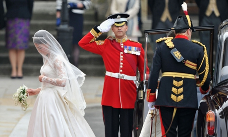 Royal-Wedding-Wedding-Guests-And-Party-Make-Their-Way-To-Westminster-Abbey-6-580x435